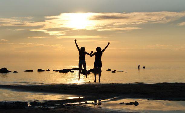 Tähän mennessä kesän lämpimin ja kaikin puolin aurinkoisin viikonloppu vietettiin Kalajoen Hiekkasärkillä parhaiden ystävien seurassa ja hauskaa riitti!