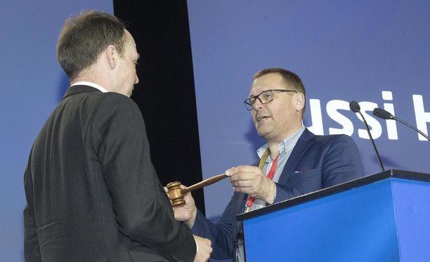 Matti Torvinen (kuvassa oikealla) oli yksi perussuomalaisten viime viikon puoluekokouksen puheenjohtajista.