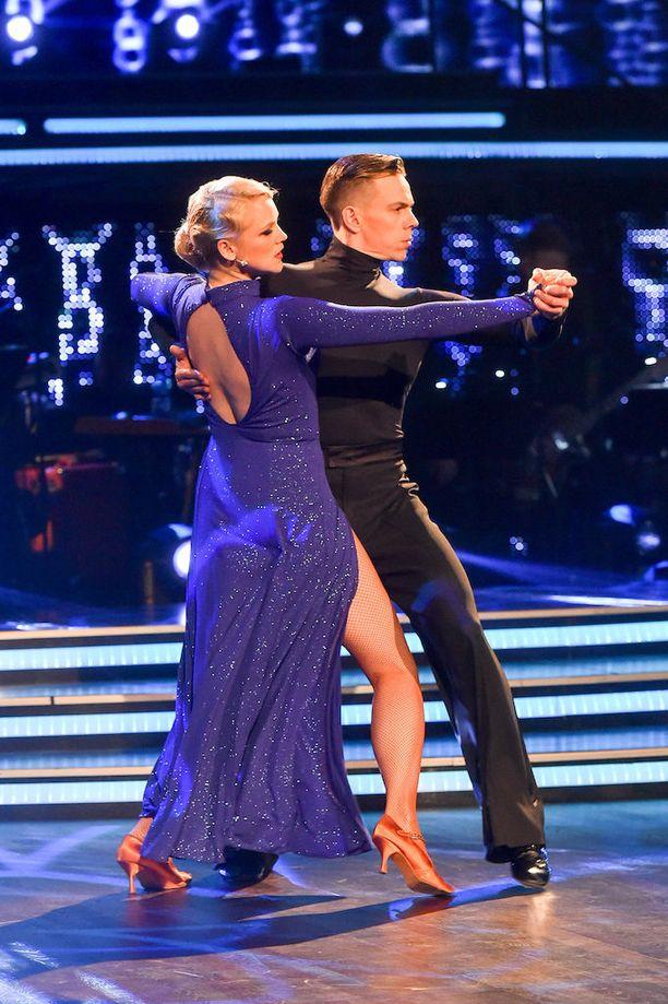Näyttelijä Anna-Maija Tuokko voitti Tanssii tähtien kanssa -kilpailun yhdessä tanssiopettajansa Matti Puron kanssa.