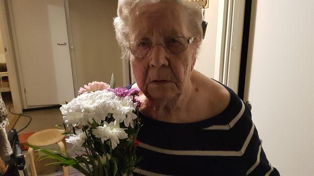 91-vuotias Helmi Lindholm oli ylpeä poikansa urasta.