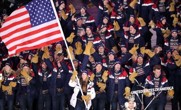 """Yhdysvaltojen olympiajoukkueessa Pyeongchangin kisoissa on 243 urheilijaa. Politico-lehden mukaan suurin osa heistä ei edusta mitään erityistä vähemmistöä, vaan joukkue on pääosin """"valkoihoisista koostuva""""."""