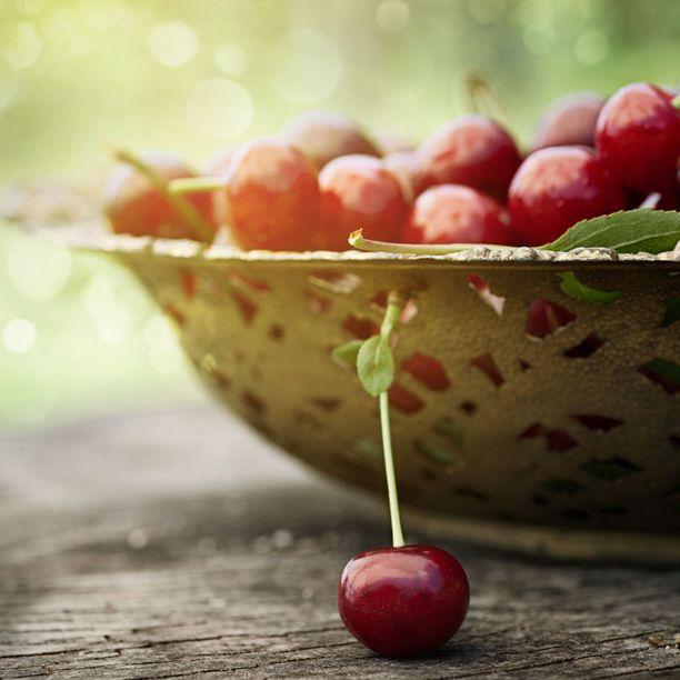 Älä myöskään unohda herkutella kesän antimilla sellaisenaan! Esimerkiksi kirsikat ovat melko kevyttä naposteltavaa.