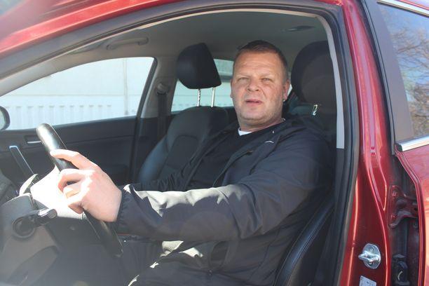 Autoilu tulee Marko Jantuselle tutuksi, mies kiertää Suomea tiuhaan.