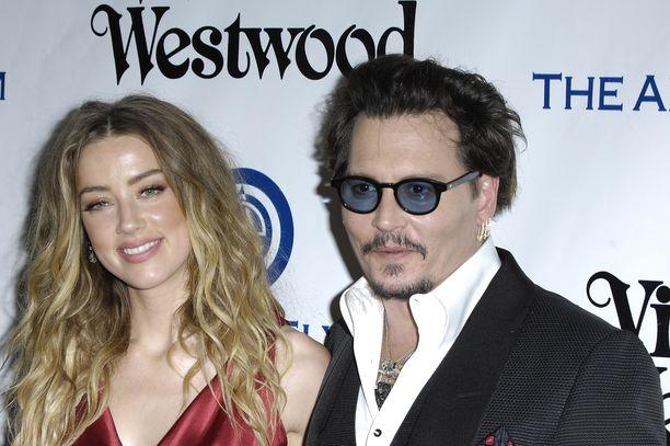 Amber Heardin ja Johnny Deppin onni jäi lyhyeen. Kuvassa ex-aviopari tammikuussa 2016.
