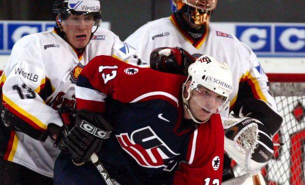 Bates Battaglia edusti Yhdysvaltoja kaksi kertaa jääkiekon MM-kisoissa.