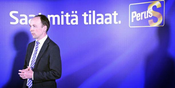 Jussi Halla-aho piti tiistaina tiedotustilaisuuden, jossa moitti kovin sanoin perussuomalaisten ex-puheenjohtaja Timo Soinia ja muita puolueen eduskuntaryhmästä loikanneita.
