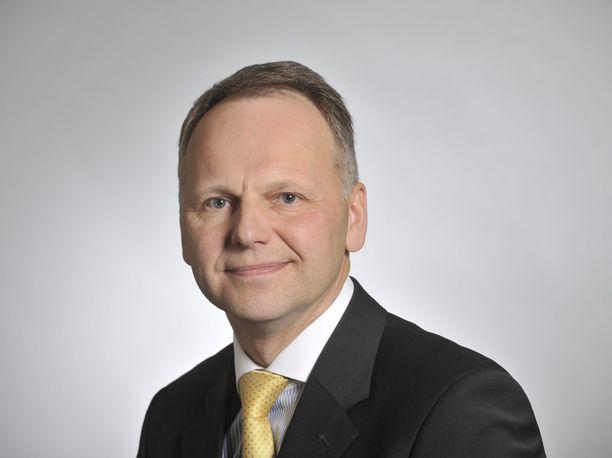 Maa- ja metsätalousministeri Jari Leppä (kesk) vastasi myöntävästi naudanlihan kieltäneen ravintolaketjun lounaskutsuun.
