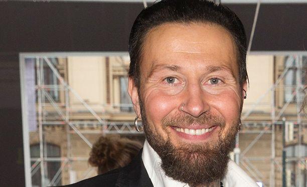 Jupe Tuomola edusti Radiogaalassa toukokuussa.