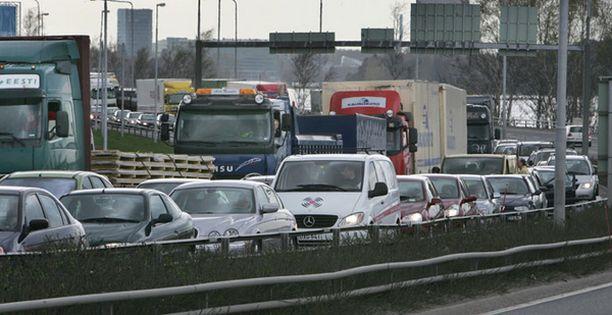 Pienikin onnettomuus riittää puurouttamaan liikenteen pahan kerran.