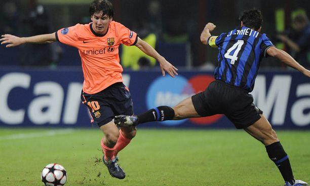 Lionel Messi (vas.) ei onnistunut maalinteossa keskiviikkona, kun Barcelona pelasi 0-0-tasapelin Interin kanssa Mestarien liigassa.