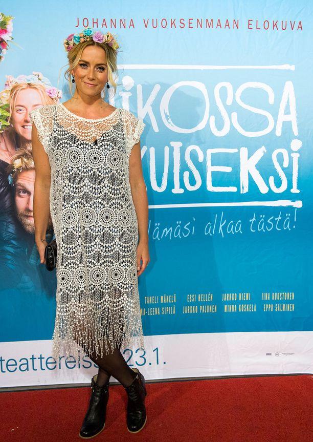 Iina Kuustonen edusti Katri Niskasen vaaleassa, 1920-lukua henkivässä mekossa.