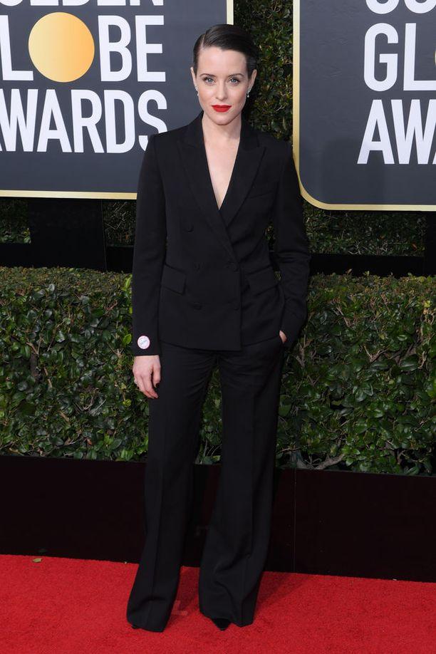 The Crown -sarjan Claire Foy valitsi mekon sijaan Stella McCartneyn tyylikkään housupuvun - ja näytti siinä upealta.