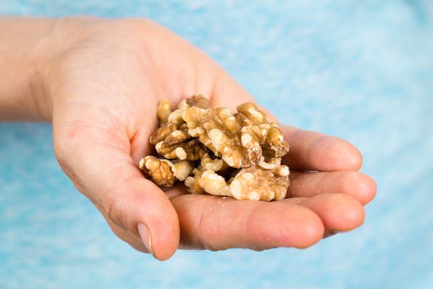 Saksanpähkinöissä on ravitsemuksellisesti paljon hyvää, mutta suuria määriä niitäkään ei kannata syödä. Suurina annoksina pähkinät voivat aiheuttaa myös ripulia.