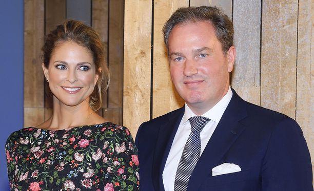Prinsessa Madeleine ja Chris O'Neill lensivät Ruotsiin USA:n Floridasta.