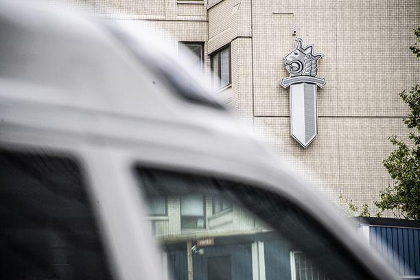 Helsingin poliisilaitoksen johto pidätti ylikonstaapelin virasta lokakuun alussa.