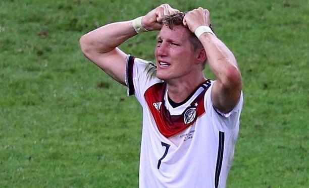 Bastian Schweinsteiger kantoi pelinumeroa seitsemän.