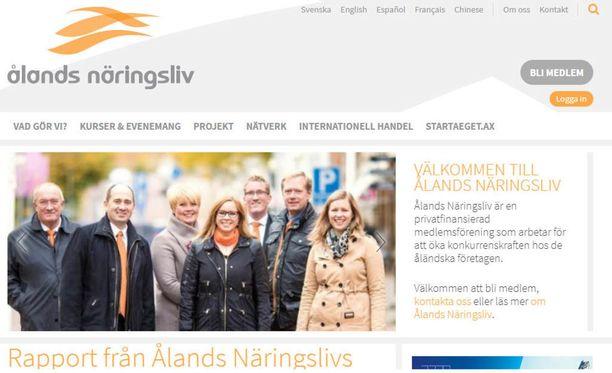 Ålands Näringslivin kotisivuista on ruotsin-, englannin-, espanjan-, ranskan- ja kiinankieliset versiot, muttei suomenkielistä.