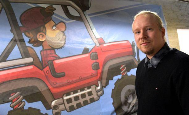 Fingersoftia johtaa nyt Teemu Närhi. Taustalla autopelin päähahmo Bill Newton.