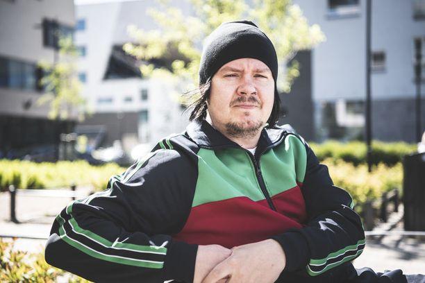 Musiikille omistautunut Aki Tykki lopetti päivätyöt jo vuosia ennen kuin Happoradio breikkasi lopullisesti.