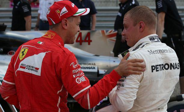 Toiseen ruutuun ajanut Sebastian Vettel oli aika-ajon jälkeen huomattavasti tyytyväisempi kuin kolmosruutuun jäänyt Valtteri Bottas.