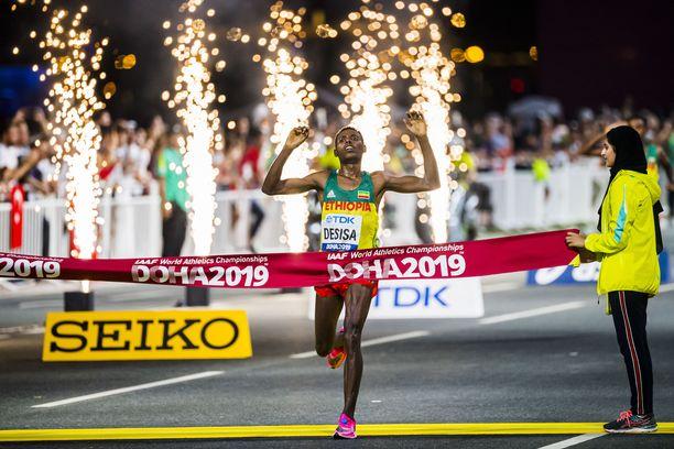 Etiopian Lelisa Desisa nappasi voiton hurjalla loppukirillä.