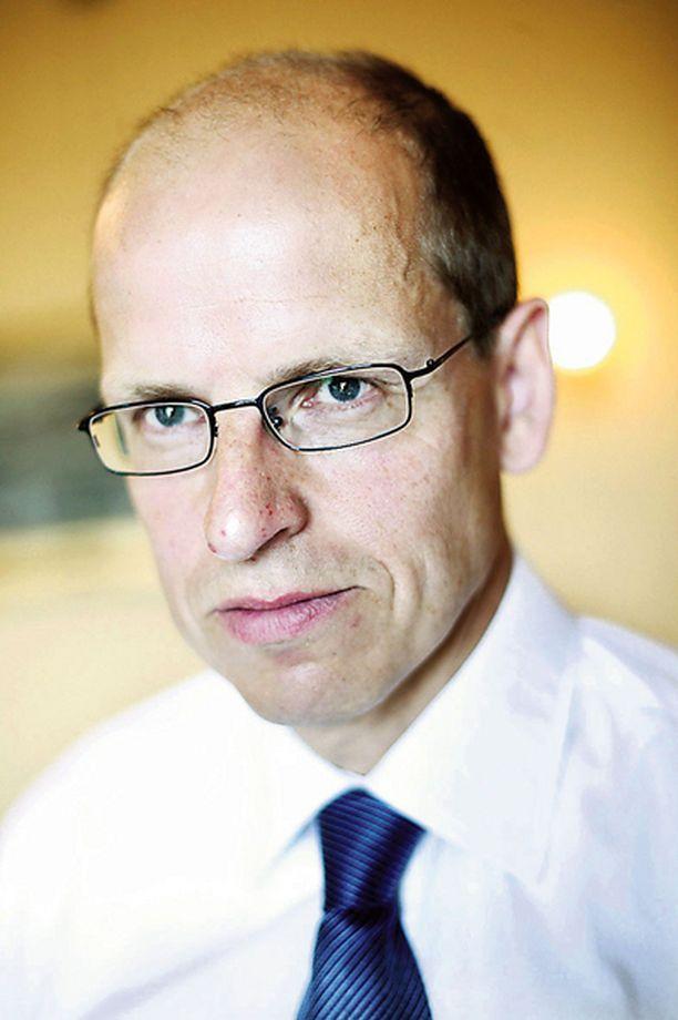 Alivaltiosihteeri Martti Hetemäki johtaa verotuksen uudistustyöryhmää. Verotiedot julkistettiin viime viikolla.