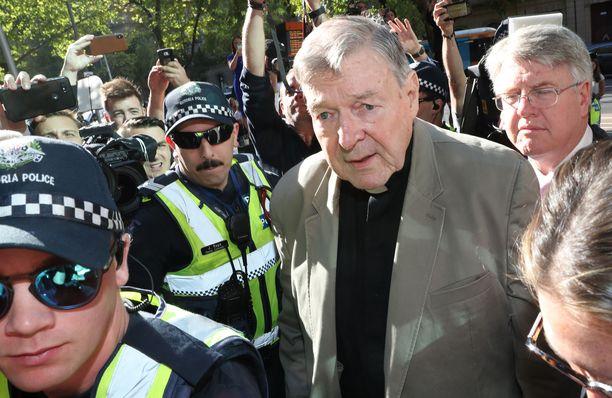 Kardinaali George Pell oli yksi paavin lähimmistä neuvonantajista. Kuvassa Pell saapuu oikeuteen Australiassa 27.2.2019.