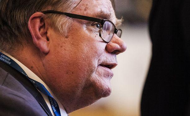 Timo Soini totesi puheessaan, että ministeriö toimii Suomen, ei kulloisenkin hallituksen asialla.