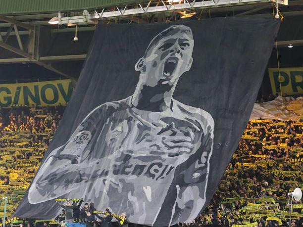 Nantesin kannattajat muistivat menehtynyttä pelaajansa aiemmin.