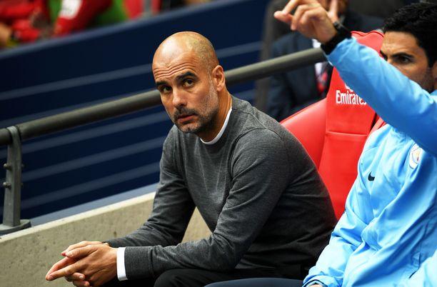 Pep Guardiola ärsyyntyi Cityn talousasioiden käsittelystä.