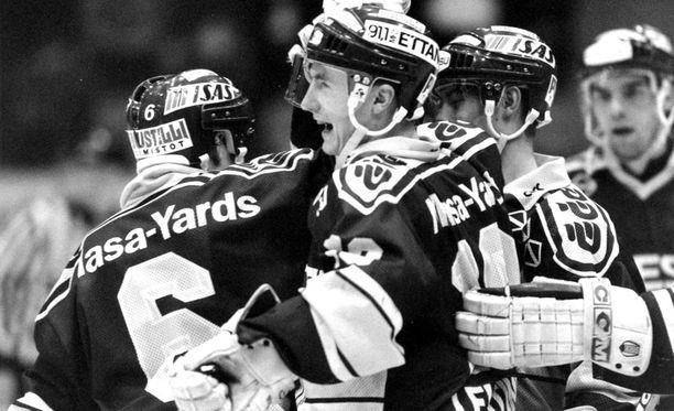 Kiekko-Espoo nousi SM-liigaan vuonna 1992.