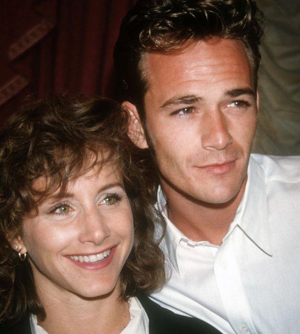 Luke Perry ja Gabrielle Carteris vuonna 1992.