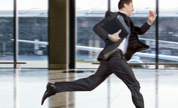 Työhaastattelusta myöhästyminen ei anna hyvää kuvaa, mutta jos myöhästyy, ei kannata antaa haastattelijan vain odottaa.