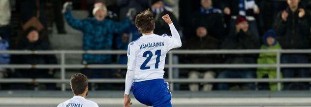 Kasper Hämäläinen (ilmassa) juhli maaleja paitsi maajoukkueessa myös Lech Poznanissa.