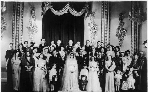 Uutuuskirja: Prinssi Philip oli ihastunut toiseen avioituessaan Elisabetin kanssa – halusi jäädä kuuluisan kirjailijan luo