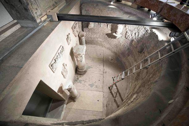 Kaksi hautakammiota avattiin Vatikaanissa eilen.
