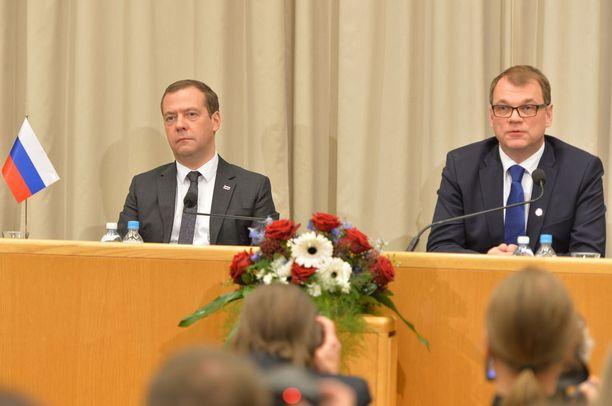 Dmitri Medvedev ja Juha Sipilä pitivät tiedotustilaisuuden Oulun kaupungintalolla.