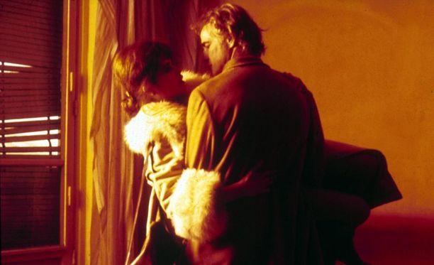 Viimeinen tango Pariisissa -klassikkoelokuvan kuuluisaa raiskauskohtausta ei kuvattu näyttelijä Maria Schneiderin suostumuksella.