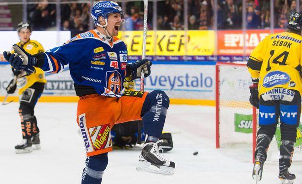 Runkosarjan maalikuningas Veli-Matti Savinainen palaa neljännessä finaalissa nälkäisenä kaukaloon.