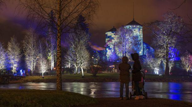 Olavinlinnan juhlavalaistus ihastutti marraskuun lopussa.