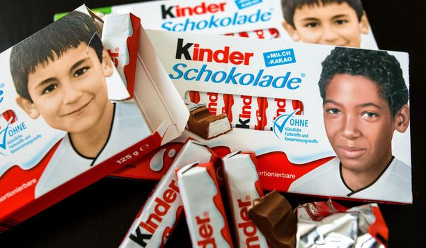 Kinder-patukoissa komeili jalkapallon MM-kisojen kunniaksi saksalaispelaajien lapsuuskuvia.