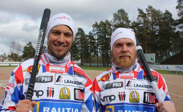 """Vimpelin lyöjäjokerit olivat kolmannessa välierässä hurjassa iskussa. Mikko Rantalahti löi 2+7 juoksua, Janne Mäkelä """"tyytyi"""" kuuteen tavalliseen."""