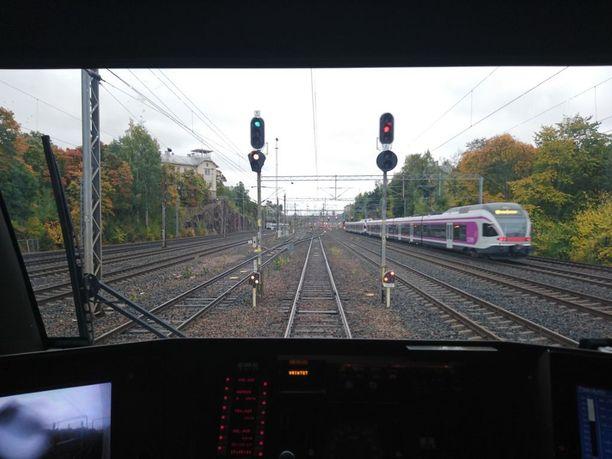Lehtikelillä junien on tultava asemille normaalia maltillisemmin.