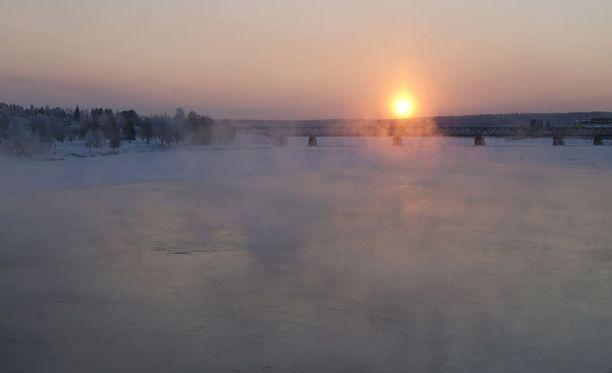 Eteläisessä Suomessa paukkupakkaset ovat kohti ohi, sillä lounaasta virtaa hyvin lauhaa ilmaa. Rovaniemellä pakkanen vielä jatkuu.