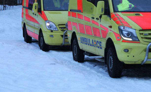 Hetkeä aiemmin syvässä unessa ollut mies kolaroi ambulanssin kanssa Porissa. Kuvituskuva.