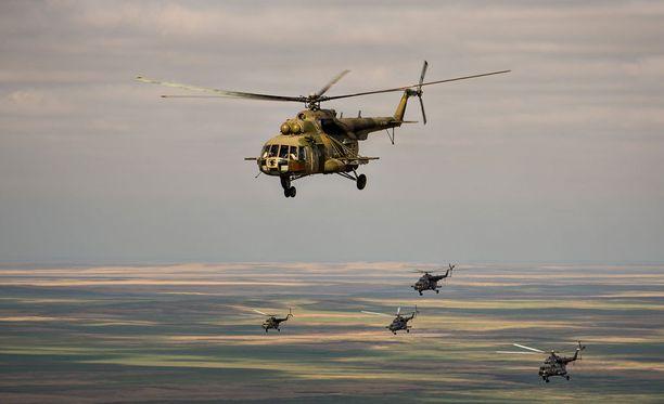 Venäläiskopteri sai osuman panssarintorjuntaohjuksesta, kun se etsi kahta lentäjää, jotka pelastautuivat Suhoi Su-24 -koneesta heittoistuimilla.