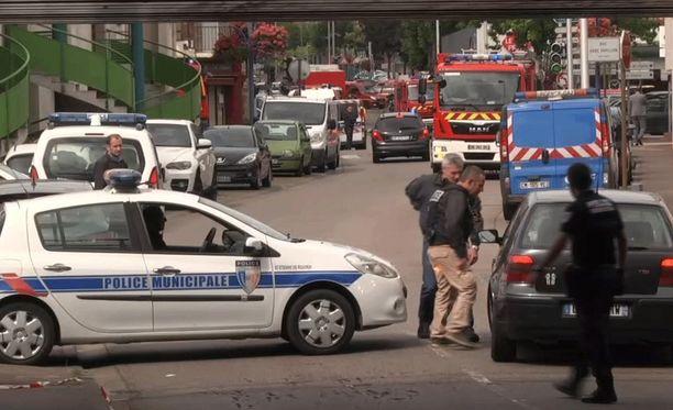 Poliisi eristi rikospaikan lähellä Rouenin kaupunkia.