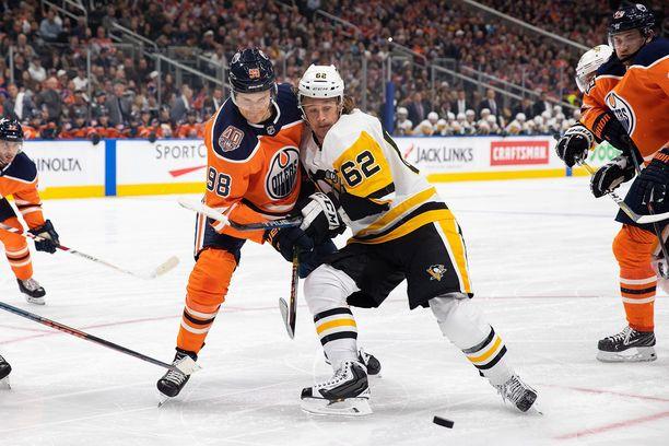 Jesse Puljujärvi ei nauti Oilers-luotsi Todd McLellanin luottamusta.