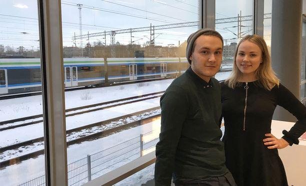 Julius Uusinarkaus ja Laura Siika toimivat Akateemiset Seksipositiiviset -nimisessä opiskelijajärjestössä.