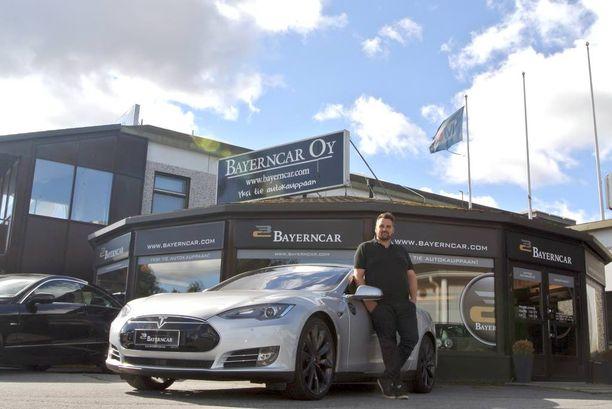 Joni Nelimarkka toivoo, että suomalaisten autoilijoiden autokanta nuorentuisi puolella.